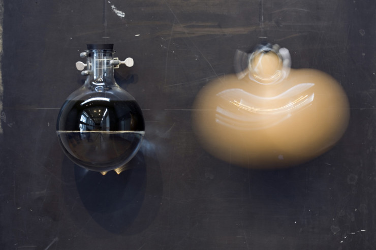 Double Vision: Pye-Eye motorized flask mixing oil and water